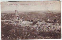MILITARIA . GUERRE 1914.1918. LA BATAILLE DE VERDUN . LE MONUMENT DU MORT HOMME . A L'HORIZON LE BOIS DES CORBEAUX - Guerra 1914-18