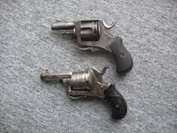 2 Revolvers ,1joli Petit Revolver à Broche , 1 Revolver Bulldog. - Army & War