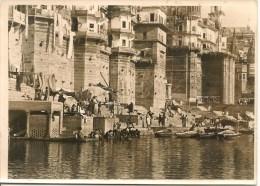 CPA-Vers-1930-PHOTO- SEPIA-INDE-BENARES-Bord Du GANGE-Ft 18x13Cm-TBE - Lieux