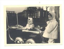 Photo (7 X 10 Cm) D'un Bébé Dans Un Landau, Poussette - 1948  (sf104) - Gegenstände