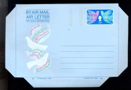 AEROGRAMME AEROGRAM STATIONERY * UNITED KINGDOM UK GB * CHRISTMAS * BIRDS DOVE PIGEON * MINT - Interi Postali