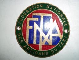 Plaque De La Fédération Nationale Des Artisans Du Taxi - Plaques Publicitaires