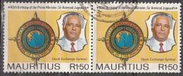 Mauritius, 1990 - 1,50r And Stock Exchange Emblem, Coppia - Nr.722 Usato° - Mauritius (1968-...)