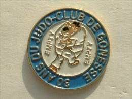 Pin´s JUDO - 30 ANS DU JUDO CLUB DE GONESSE - Judo