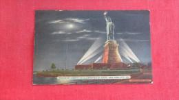 New York> New York City > Statue Of Liberty  Illuminated At Night------ 1826 - Statue Of Liberty