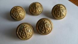 (Militaria - Marine - Chef Des Opérations Navales.....??) - Lot De 5 Boutons Bombés Marqués CNO + Ancre De Marine - Buttons