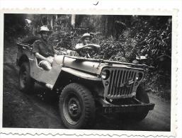 PHOTO.COTE D'IVOIRE . JEEP DANS LA BROUSSE ..AOUT 1951.. BE. Format :87 X 60 Mm - Automobiles