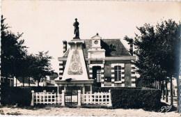 Wissant 9  La Mairie Et Le Monument - Wissant
