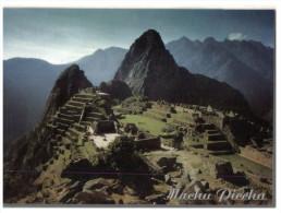 (765) Peru - Machu Picchu (with stamp at back of card)