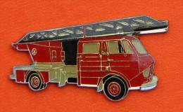 Pin´s - Camion Pompier - Grande échelle - Bomberos