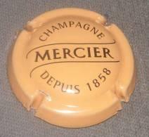 Capsule Champagne Mercier, Noir Sur Saumon, N° 32, Cote 3.00 € - Mercier