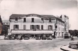 36 CHATEAUROUX RUE BOURDILLON PLACE ET HOTEL DE LA GARE / VOITURES ANCIENNES - Chateauroux