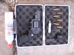 Revolver WG M708 Full Metal CO2  2.5 Inch Barrel Black  avec sa malette compl�te