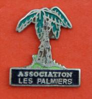 Pin´s - Association Les Palmiers - Vereinswesen