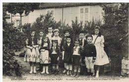 Saint Junien: F�te des pr�voyants de l'Avenir, groupe d'enfants ayant chant�, gros plan