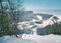 """12----""""en Aubrac""""---champ De Ski à LAGUIOLE--alt.1400 M---les Pistes Et La Station---voir 2 Scans - Laguiole"""