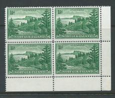Norfolk Island 1947 - 1956 1 & 1/2d Green Ball Bay Definitive White Paper Marginal Block Of 4 MNH - Norfolk Eiland