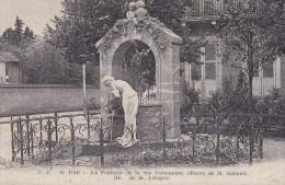 C P A ----64---PAU--- La Fontaine De La Rue Porteneuve  (oeuvre De M Gabard Don De M Latapie)  ---VOIR 2 SCANS - Pau