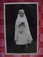 CARTE PHOTO DE COMMUNIANTE  EN JUILLET 1945 - Anonymous Persons
