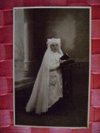 CARTE PHOTO DE COMMUNIANTE A MONTREUIL DU 22 MAI 1932 - Persone Anonimi