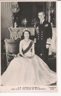 H M QUEEN ELIZABETH AND H R H THE DUKE OF EDINBURGH 102 - Familles Royales