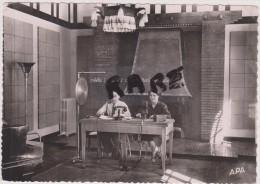ANDORRE EN 1952,gran Studi De Radio Andorra,studio  Radio ,great Studio,andorra,téléphone Ancien,édition Photo Apa Poux - Andorra