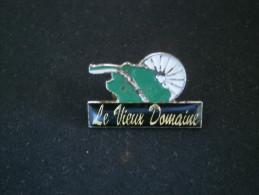 PIN´S LE VIEUX DOMAINE  (RAVINE DES CABRIS) Ile De La REUNION - Pin's