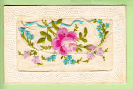 Belle Carte Brodée - Roses Et Gui Se Soulevant Sur Message De Heureuse Année - 2 Scans - Brodées