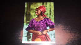 C-36984 TANZANIA TOWN GIRL STADTMADCHEN JEUNE CITADINE - Tanzania