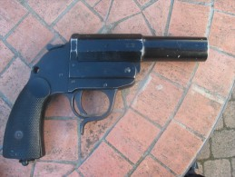 Pistolet Lance Fus�e , Allemand , WW2, tr�s bel �tat.