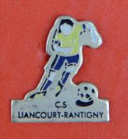Pin´s - Sport - Foot - Joueur Ballon Au Pied - CS Liancourt - Rantigny - Oise - Villes