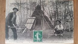 Correze.types Du Centre.hutte De Charbonniers Et Charbonniers Preparant La Popote - France