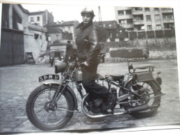 Photo Ancienne D´un Pompier De Paris Sur Sa Moto Peugeot,tirage Posterieur D´origine.10 X 15 Cm. Annèes 30. - Photos