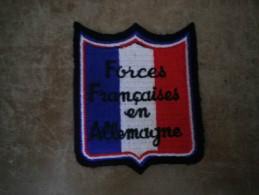 ECUSSON TISSU  FORCES FRANCAISES EN ALLEMAGNE SUR FOND B.B.R
