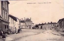 Mareuil-sur-Lay-Dissais.. Animée.. La Place De L'Hôtel De Ville.. Commerces - Mareuil Sur Lay Dissais