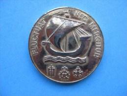 Médaille En Bronze Doré : Ville De PARIS  & - Tourist