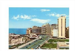 BEIRUT (LIBAN) - CP - Raouch� Quarter - Quartier Raouch� - immeubles en bord de mer + Publicit� SHELL
