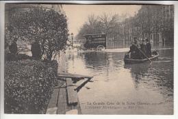 PARIS 75 - INONDATIONS JANVIER 1910 - La Grande Crue De La Seine : L'Avenue Montaigne - CPA - Seine - Alluvioni Del 1910