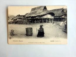 Carte Postale Ancienne : LAOS : Le Travail Du Coton Aux HUA PAHN - Laos