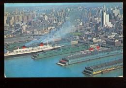 "New York City Piers : A Gauche ""Le France"" à Droite ""United States"" - Piroscafi"