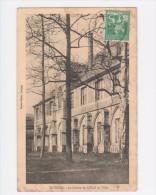 TOURNAI - Le Cloitre De L'Hotel De Ville - Circulé 1914 - Tournai