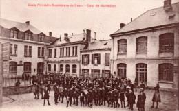 Cpa  14  Caen , Ecole Primaire Superieure, La Cour De Recreation Animee - Caen