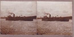 Superbe Photo D Un Bateau Cargo Ou Paquebot A Une Cheminée Sortant Du Port De Calais Novembre 1930 - Stereoscopic