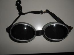 paire de lunettes de motocycliste 1930