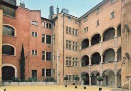 LYON - Au Coeur Du Vieux Lyon - La Maison Des Avocats - Otros