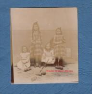Photo Ancienne - Jeunes Filles Jouent Au Croquet - Jeu Mode Fashion Même Robe Dress Enfant Kid Kind Girl Teen - Anciennes (Av. 1900)