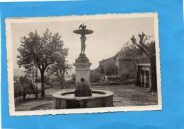 LA BRILLANNE-la Place Et La Fontaine Ronde-beau Plan A Voyagéven 1957-édition Ryner - France