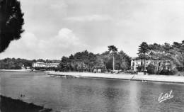 Cpsm 1950, HOSSEGOR, Lac, Hôtels Dela Pergola Et Du Parc   (45.89) - Autres Communes