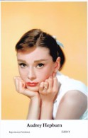 AUDREY HEPBURN - Film Star Pin Up - Publisher Swiftsure Postcards 2000 - Entertainers
