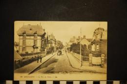 CP, 14, HOULGATE La Rue Des Bains N° 99 Voyagé - Houlgate